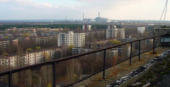 写真(チェルノブイリ原発近くの元住宅街) 出典:Wikipedia