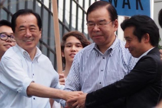 写真(日本共産党の志位委員長と民主党の菅直人氏) 出典:saigaijyouhou.com