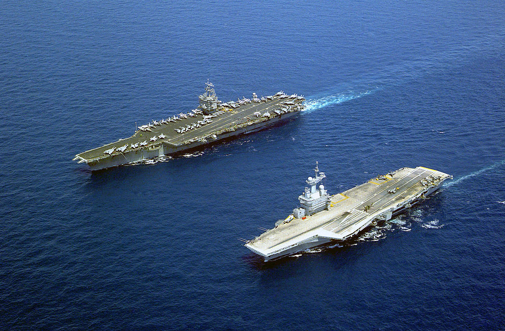 軍艦 出典:ウィキペディア