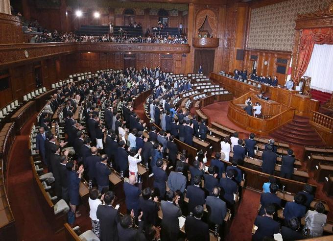 写真(安保法制が可決成立した瞬間) 出典:sankei.com
