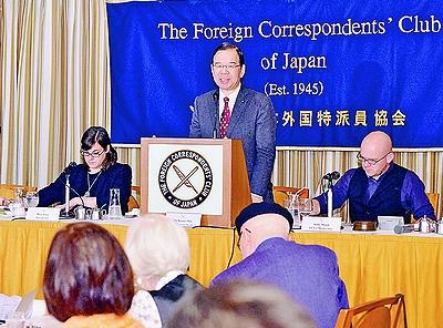 写真(日本外国特派員協会で講演する志位委員長) 出典:赤旗