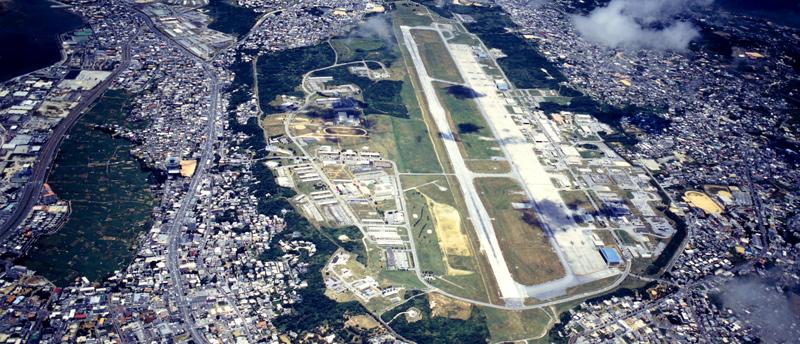 写真(沖縄の米軍基地) 出典:pref.okinawa.jp