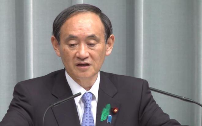 写真(日本の報道の自由度ランキング低下に反論する菅官房長官)