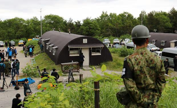 写真(男児が発見された自衛隊の簡易宿泊施設) 出典:STR/AFP/Getty Images