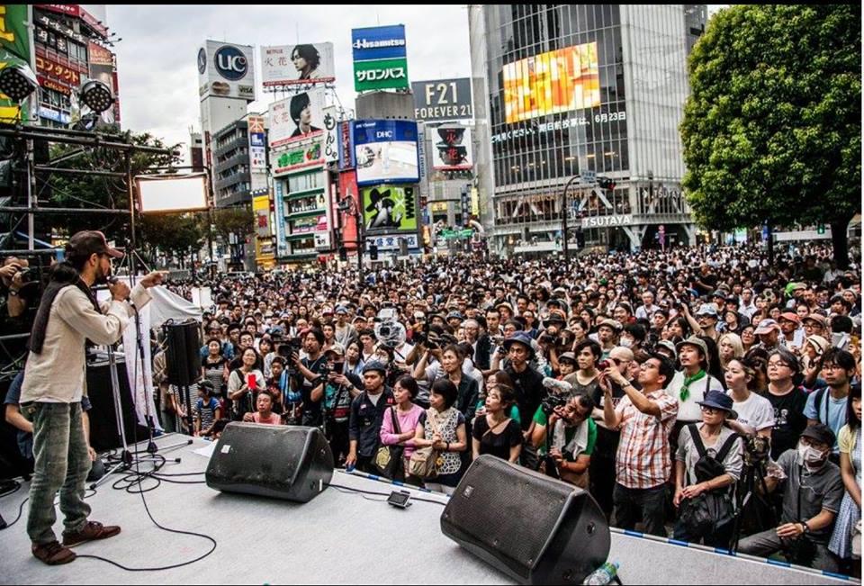 写真(渋谷:三宅洋平氏の演説に集まる聴衆)