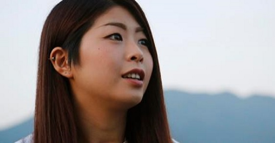 写真(福島原発事故による自身の健康被害について語る女性) 出典:AP