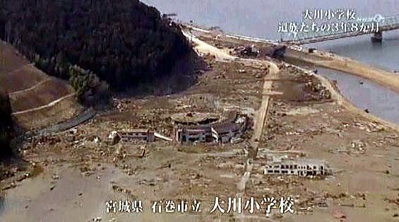 写真(津波被害に遭った大川小とその周辺) 出典:NHK