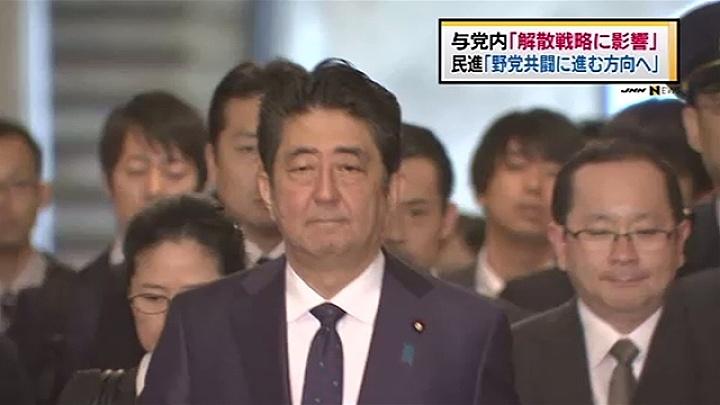 写真(新潟県知事選の結果を受けて悩む安倍総理) 出典:ANN