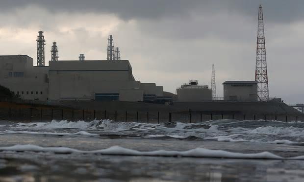 写真(反原発知事が選出された新潟県は、世界最大の原子力発電所を抱える) 出典:ガーディアン